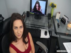 Troia Cassidy Klein scopa patrigno come una puttana in POV